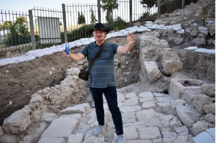 Shimon Gibson at Mt. Zion archaeological site